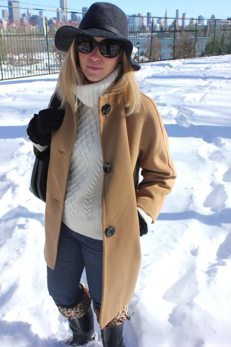 Camel-Jacket-Hunter-Boots-Snow-Outfit-3