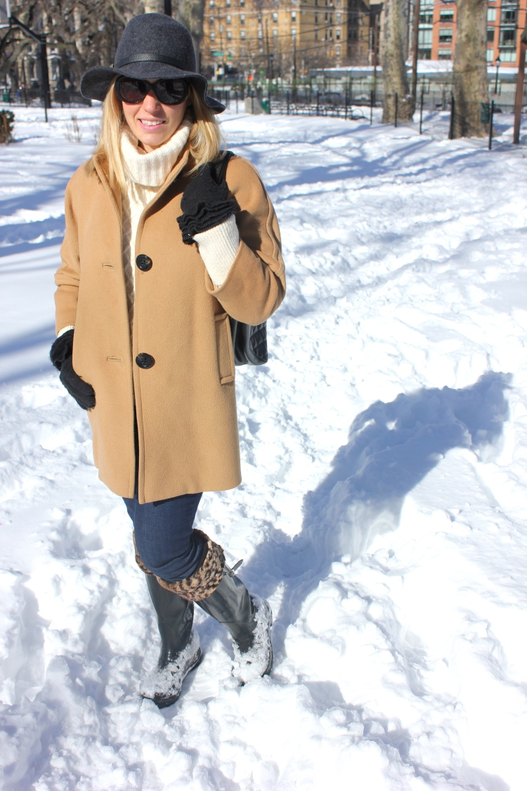 Camel-Jacket-Hunter-Boots-Snow-Outfit-2